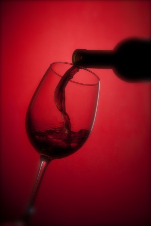 wineglassredbckgd1